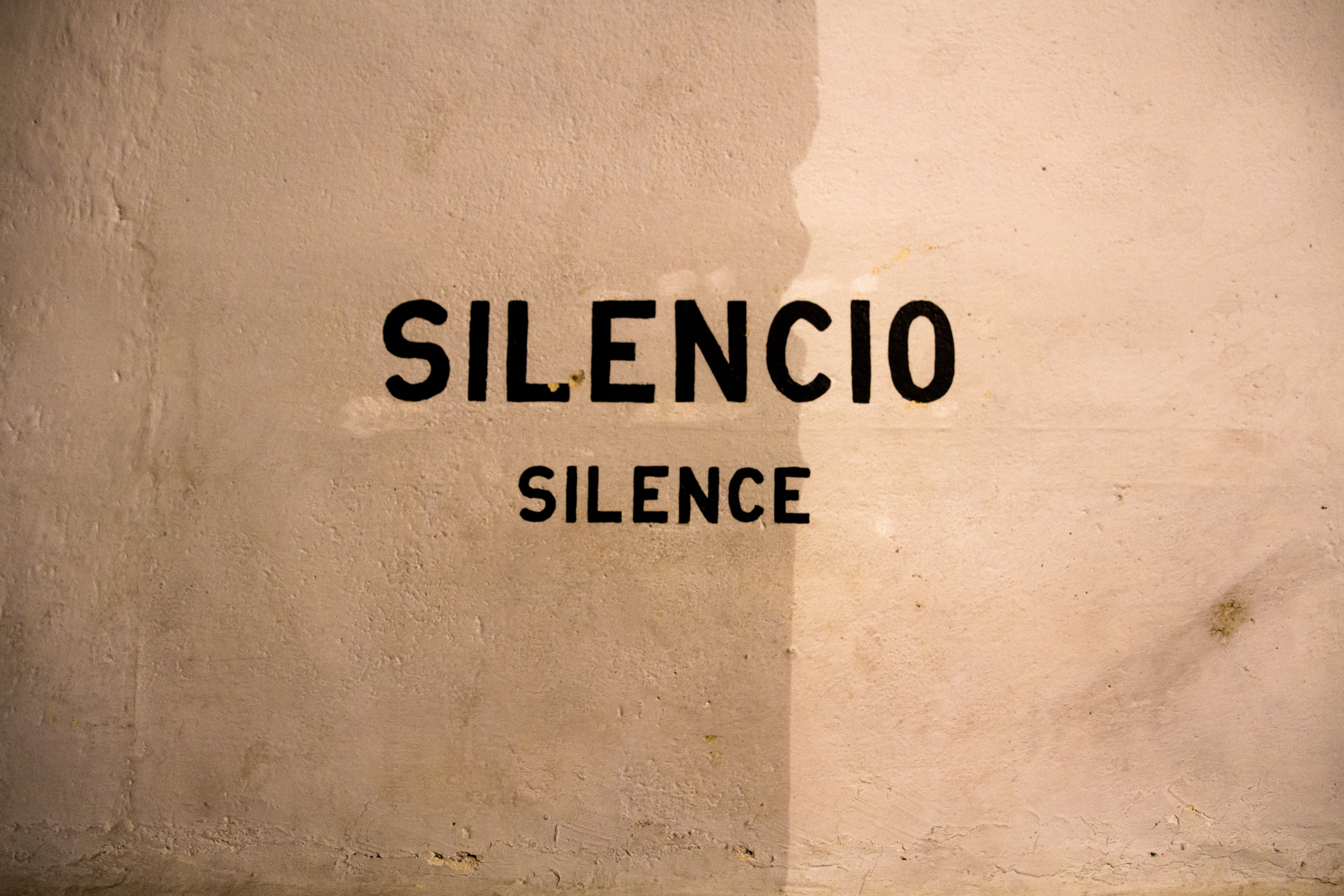 photo of a sign that says Silence - silencio